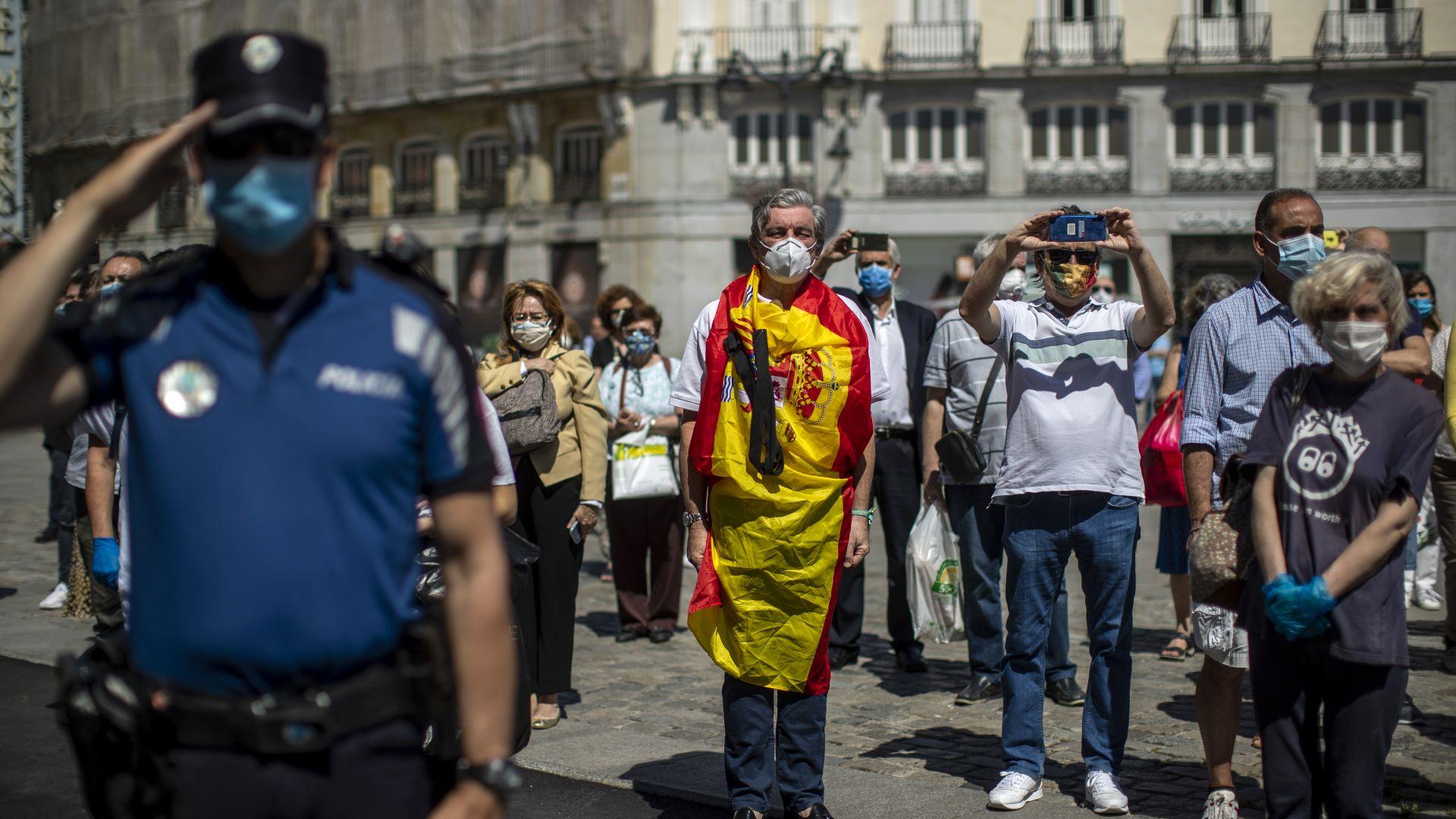 Националните флагове на над 14 хиляди обществени сгради в Испания