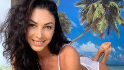 Биляна Йотовска краде секси моменти по бельо