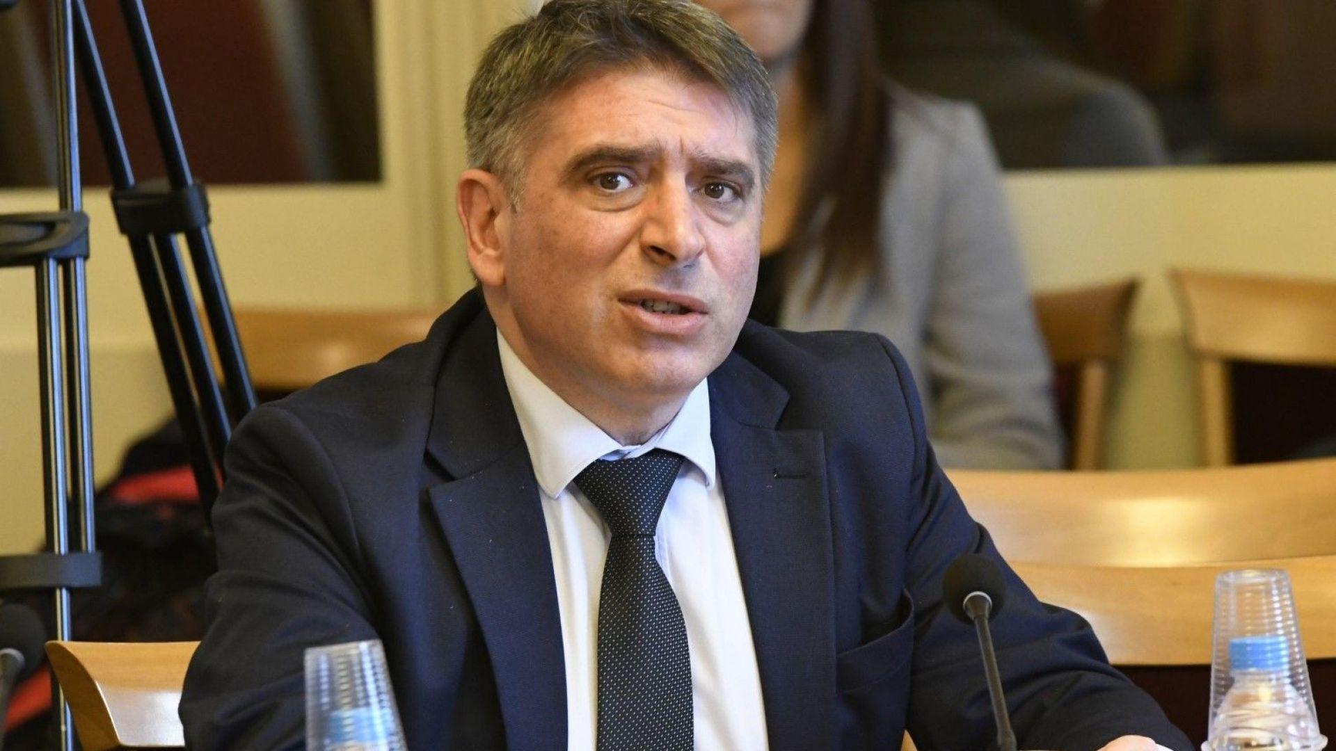 Правосъдният министър Данаил Кирилов каза, че няма намерение да подава