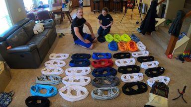 Двойка постави рекорд за обличане на фланелки за 1 минута (видео)