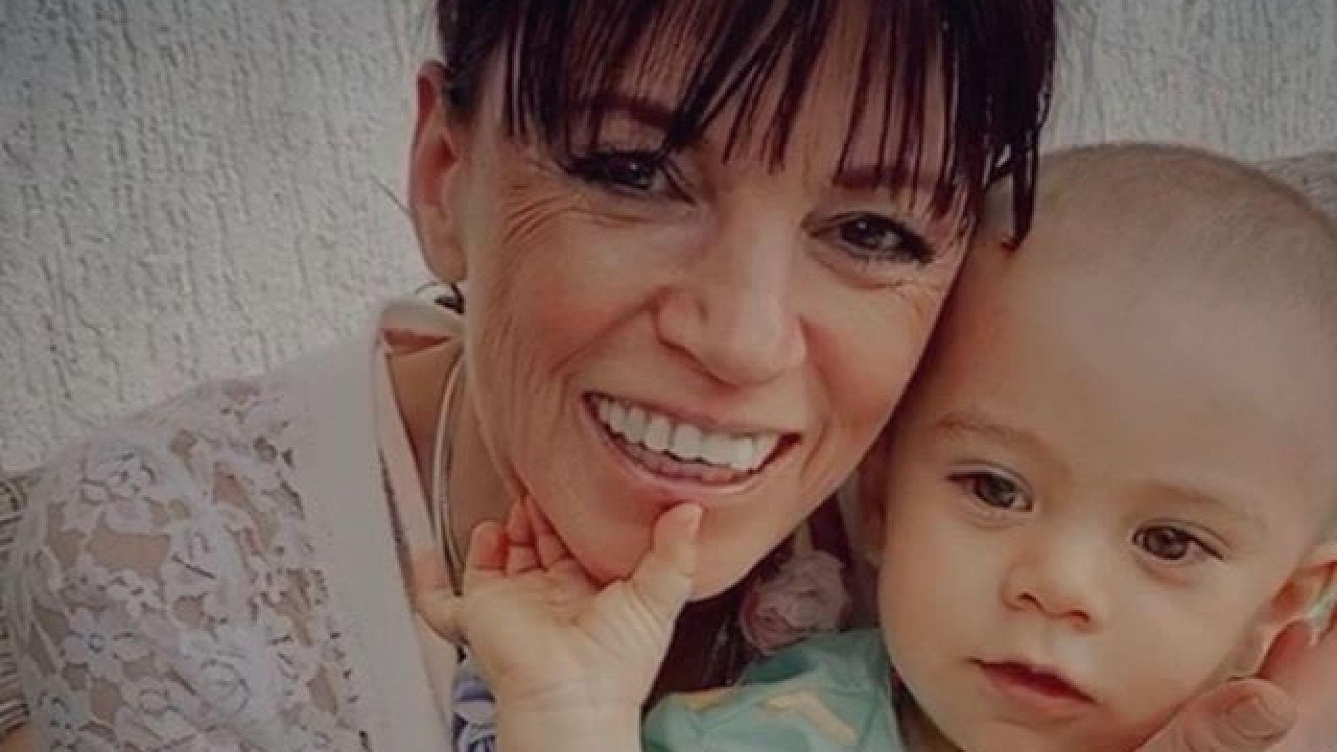 Майката на Поли Генова с внучето си на ръце: открийте приликите между тях