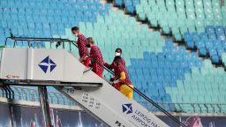 Новите правила принудиха немски клуб да наема самолетна стълба