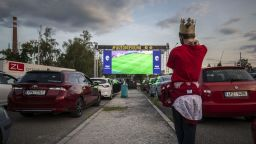 В Чехия отново има футбол: Паркинг вместо стадион и екран за терен