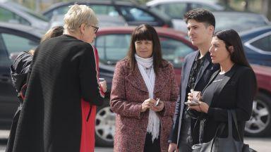 Маринела Арабаджиева се прибира незабавно вкъщи, делото срещу мъжа й спря