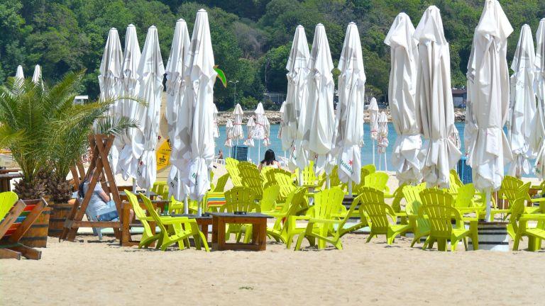 Варненските плажове са готови за туристическия сезон (снимки)