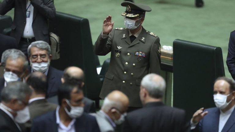 Иран увеличи военния си флот и предупреди американските кораби в Залива