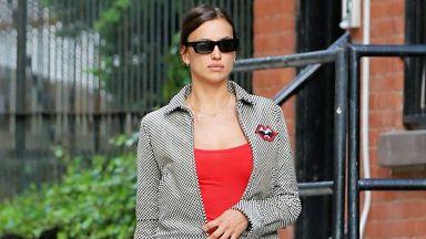 Ирина Шейк в мини червена рокля по улиците на Ню Йорк