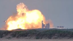 """Ракета на """"Спейс Екс"""" експлодира по време на тест в Тексас"""