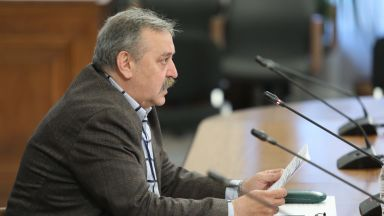 Проф. Кантарджиев с добра прогноза: До седмица ще започнат да намаляват случаите на заразени