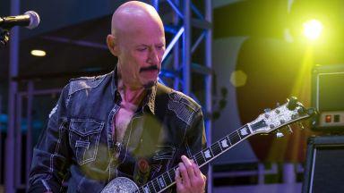 Почина китаристът Боб Кулик
