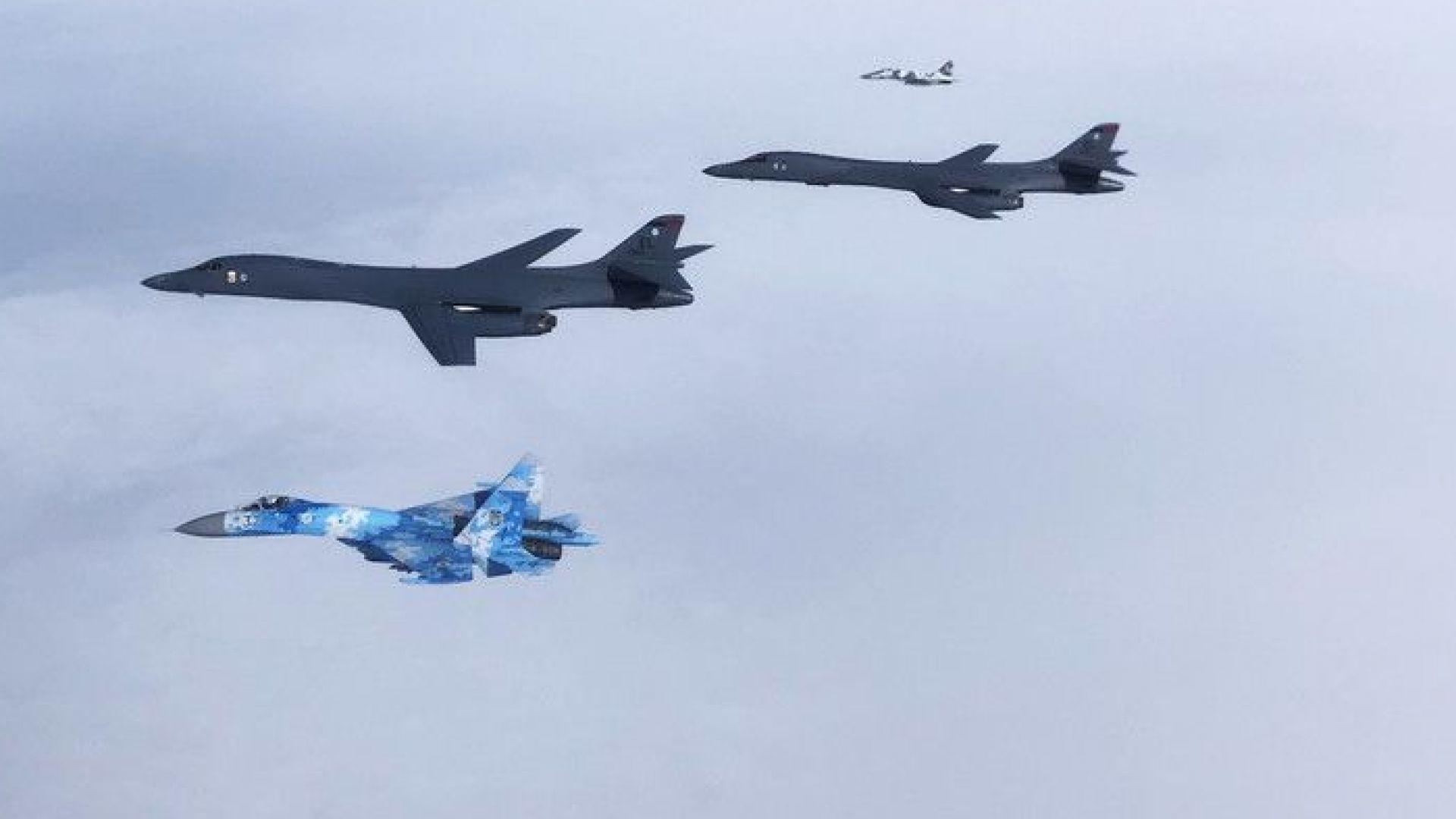 Два стратегически бомбардировача B1B-Lancer на Военновъздушните сили на САЩ прелетяха