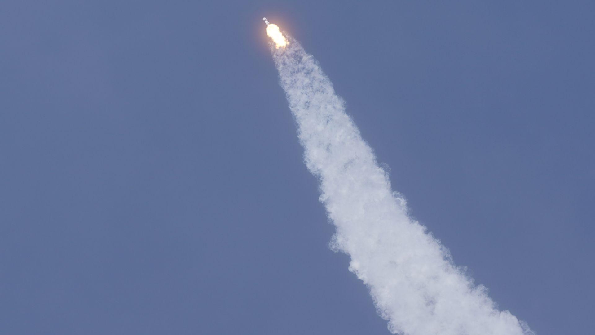 """""""Спейс екс"""" изстреля нова партида спътници от системата """"Старлинк"""""""