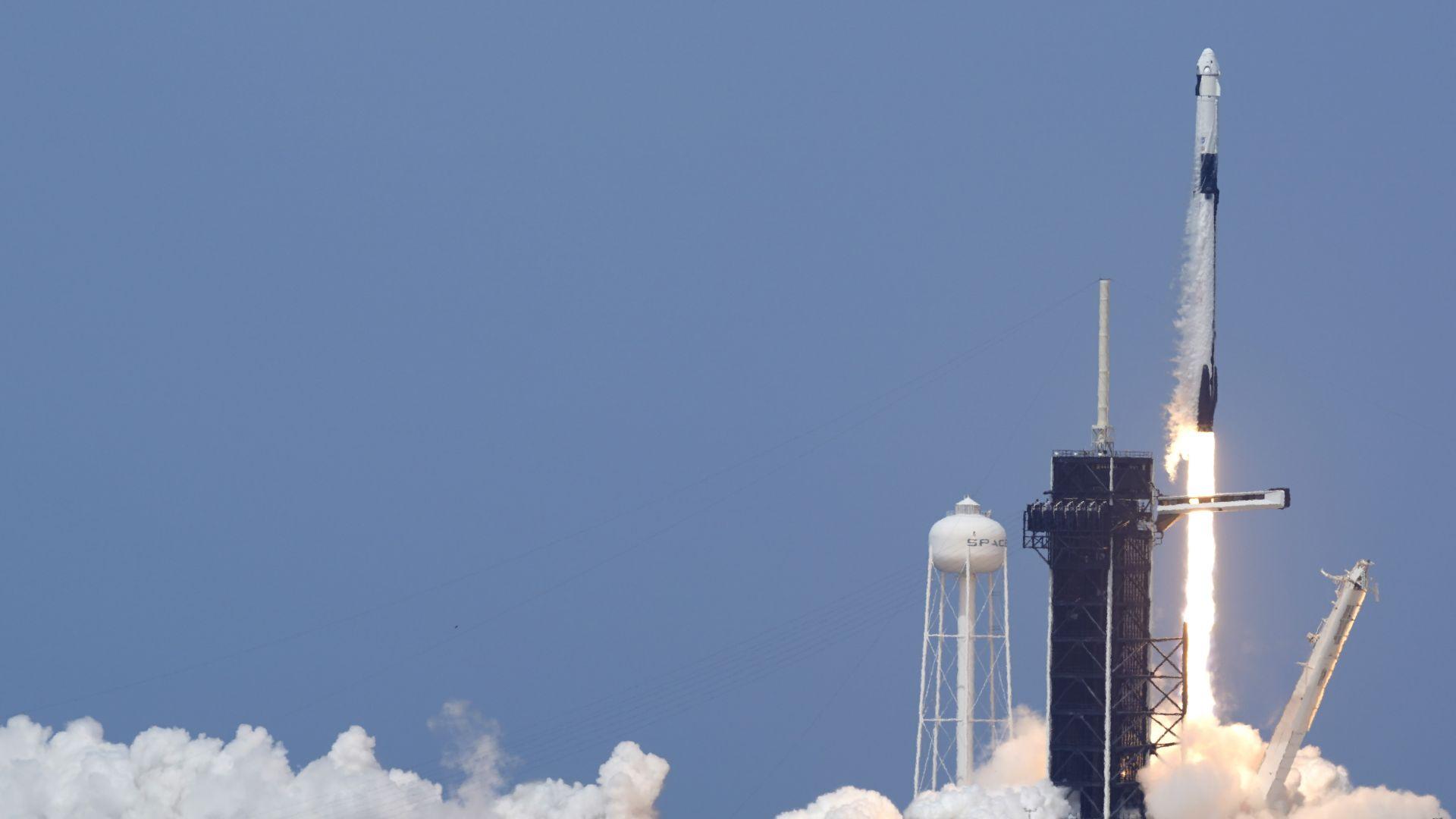 SpaceX получи поръчки за извеждането на над 100 сателита в космоса