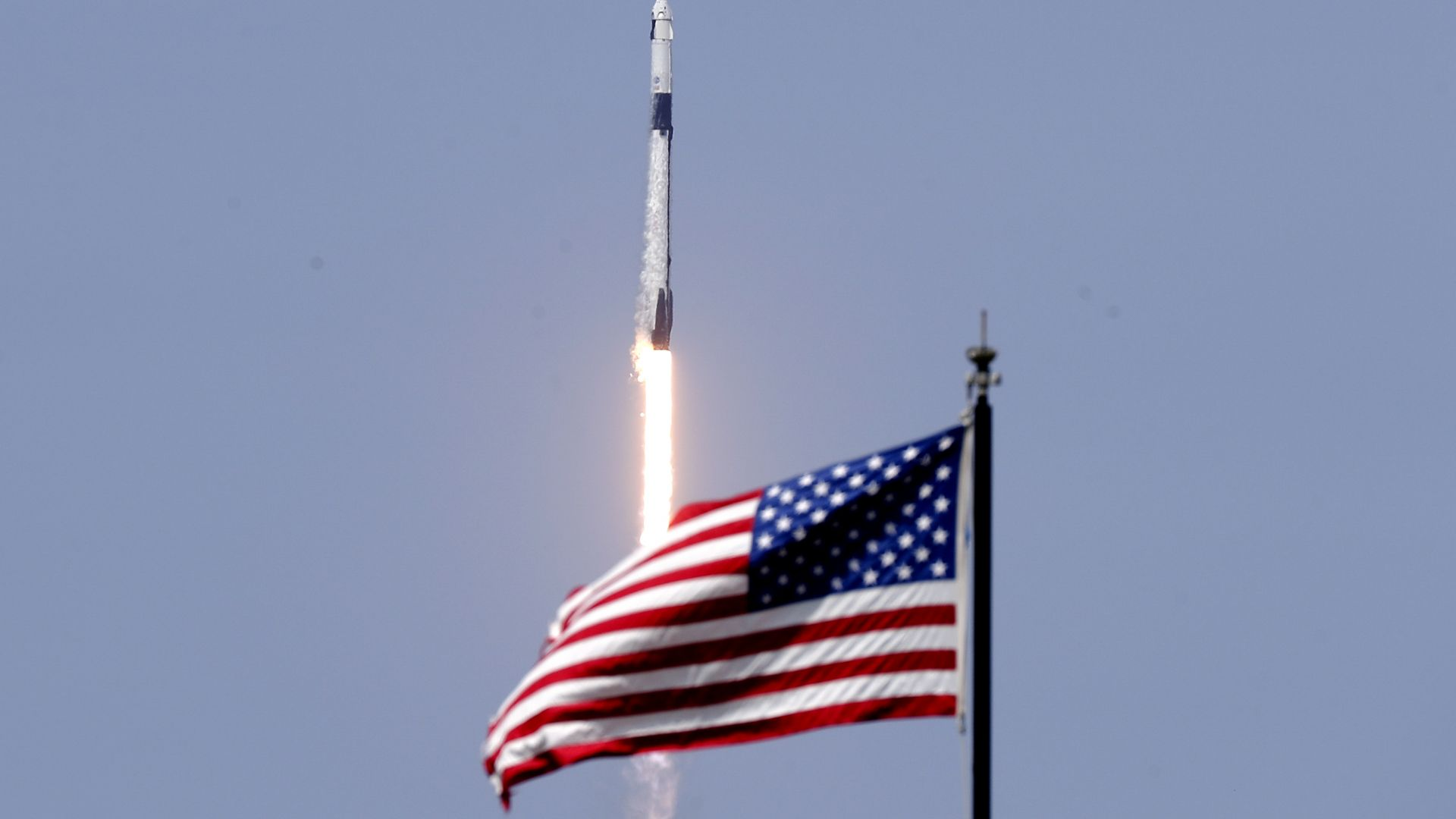 """Американският """"Дракон"""" наруши руския монопол върху доставката на екипажи в МКС"""