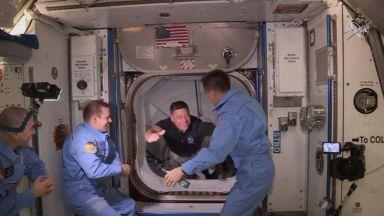Астронавтът Робърт Бенкен от МКС: Гледката към Земята променя светогледа