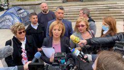 Манолова към Борисов: Подарявам Ви готов закон за колекторите