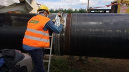 """Тръби, модерни компресори и """"Балкански"""" газов микс към Сърбия"""
