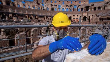 Колизеят в Рим отвори врати