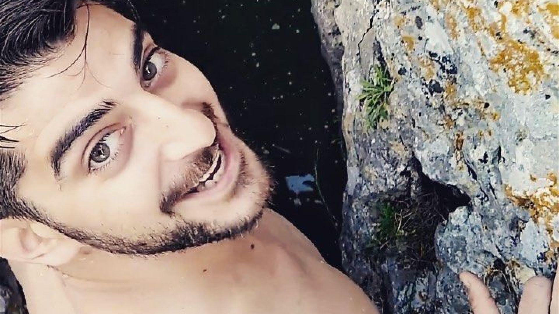 Сашо Кадиев скача чисто гол от 8 метра височина във водите на река Вит