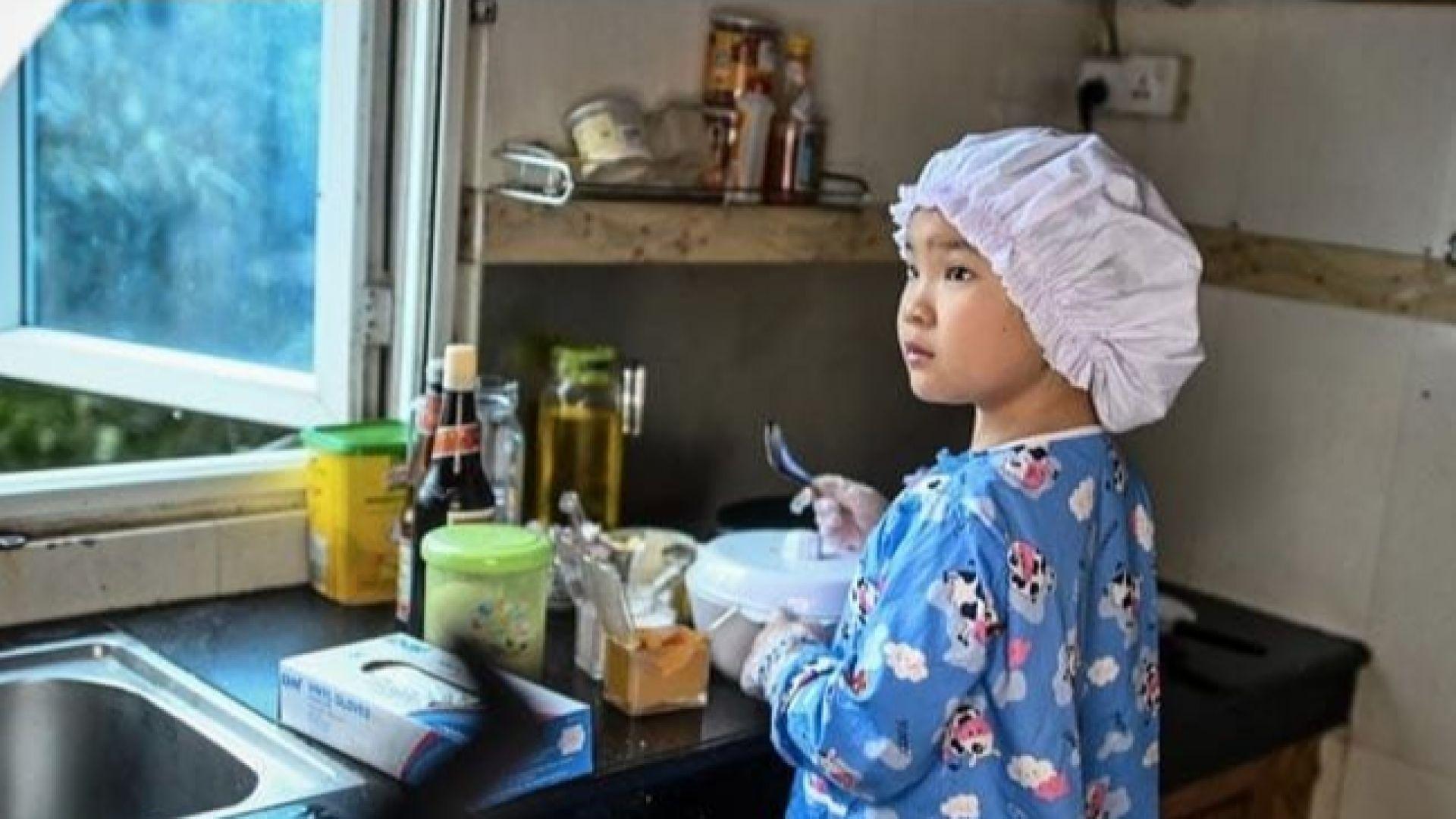 8-годишно момиче очарова интернет с готварските си способности
