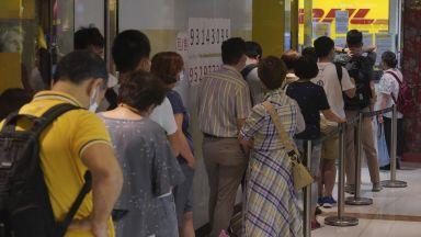 Жителите на Хонконг се редят на опашки за британски паспорти