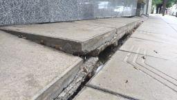 Столичен блок пропада, няма кой да направи ремонт (снимки)