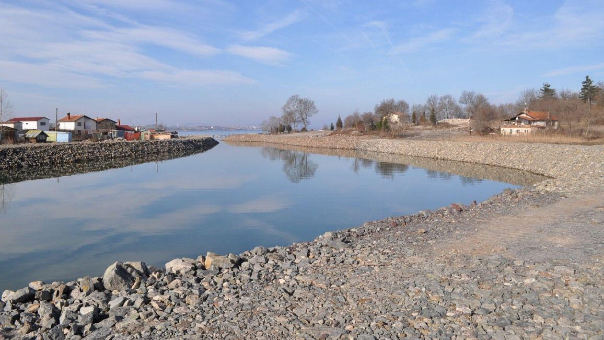 Община Бургас започна мащабна акция за почистването на речни корита,