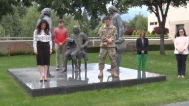 Херо Мустафа и служителите в посолството на САЩ почетоха Христо Ботев (ВИДЕО)