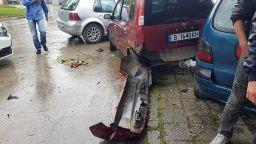 Джигит блъсна жена, коли, електрически стълб и стена във Варна (видео)