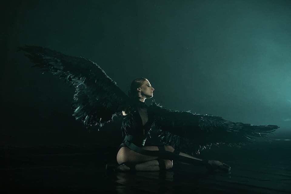 Крилата са дълги общо 4 метра, балерината е Марта Петкова. Фотограф: Цветан Игнатовски