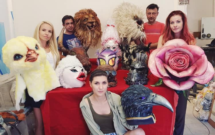"""Екипът на FX Studio Bulgaria работи по костюмите за """"Маскирания певец""""."""