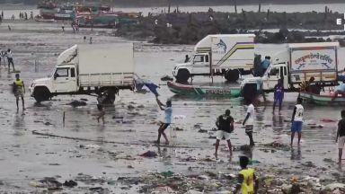 Мощен циклон приближава Мумбай (видео)