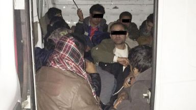 Хванаха мигранти в хладилен камион край Видин