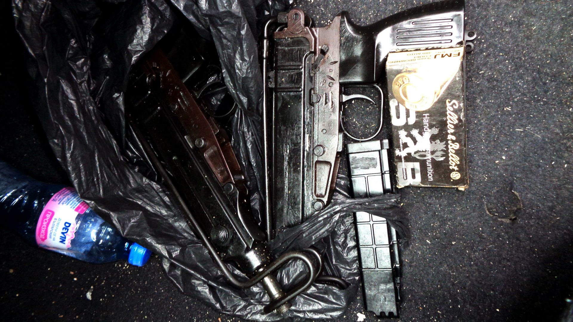 Трима обвиняеми за бойния арсенал в Добрич, всички оръжия със заличени номера