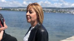 Манолова събира 210 лв. за ваучер за Борисов да се изкъпе във Варненския залив (видео)