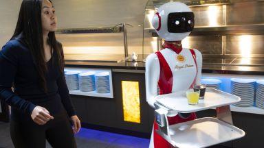 Роботи сервират напитки в Нидерландия