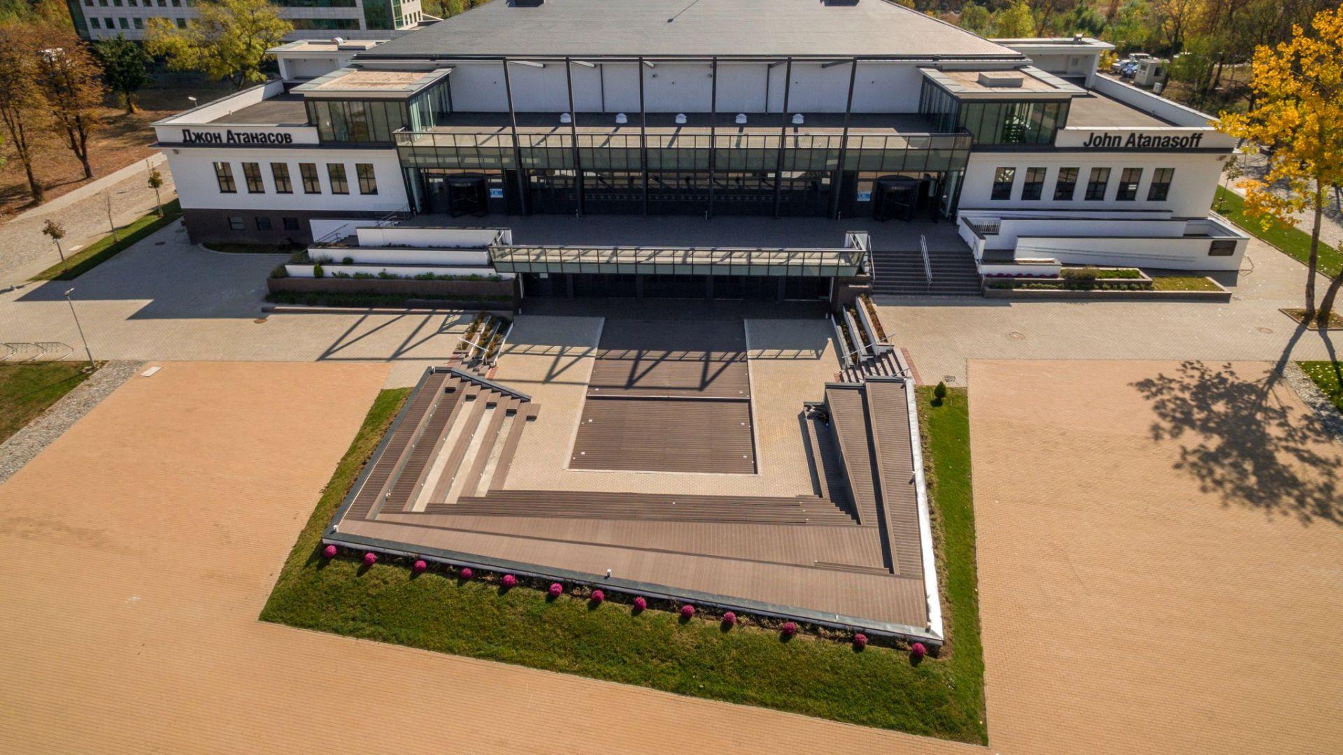 """МС вкара една сграда в """"София Тех Парк"""", а извади шест, за да ги даде на МО"""