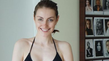 """""""Мис България"""" Марина Войкова показа супер фигура по бански, 6 месеца след като роди"""