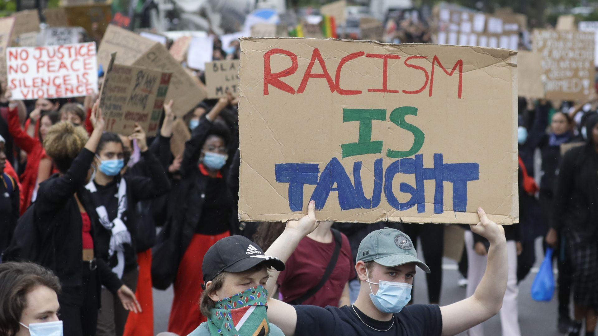 """""""Ню Йорк е извън контрол"""", написа Тръмп, а Лондон се присъедини към протестите (снимки)"""