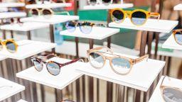 Започват проверки за безопасно лято. Как да изберем слънчеви очила?