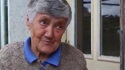 Баба дари пенсията си на болницата в Попово от благодарност за добрите грижи
