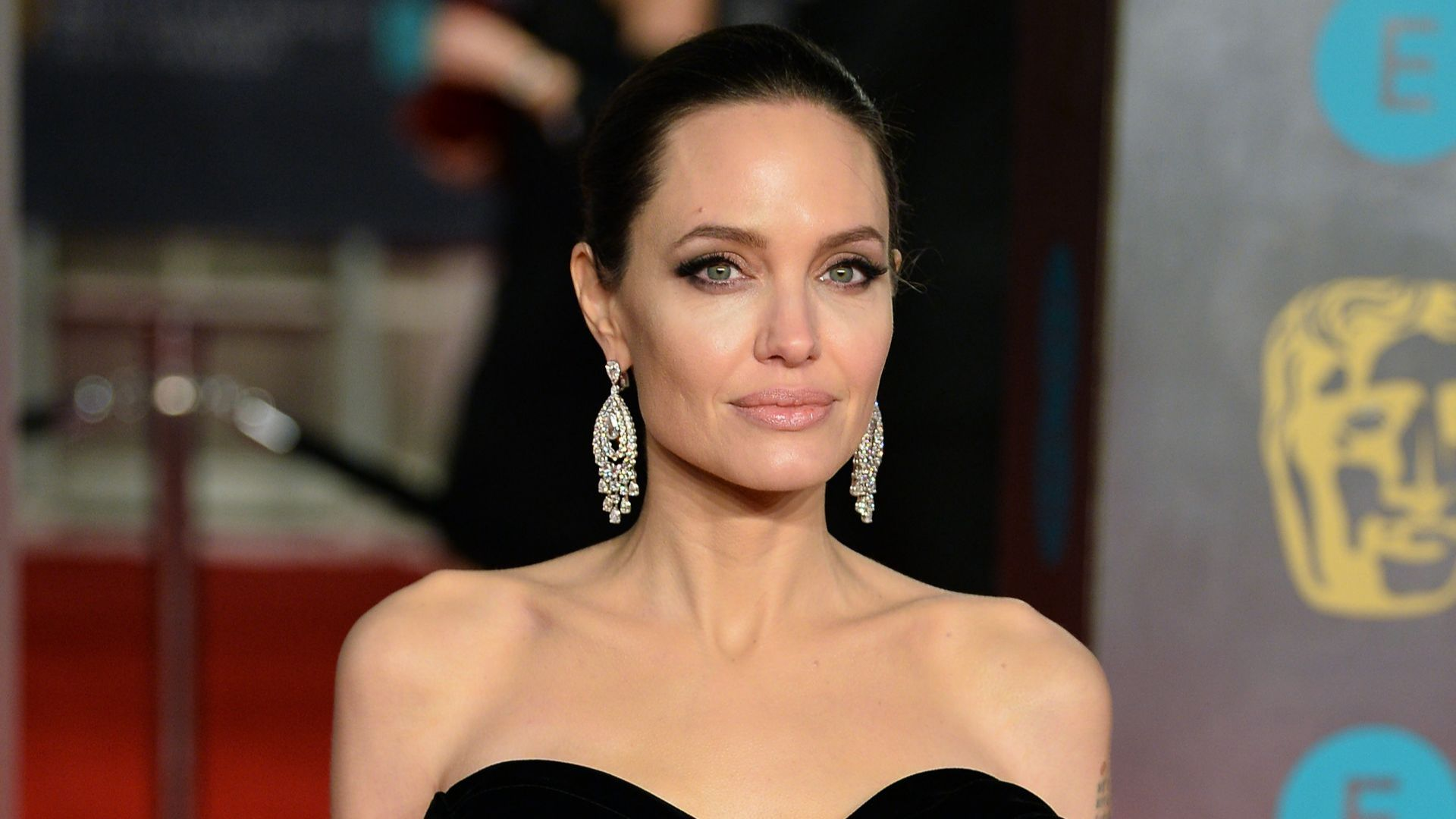 Анджелина Джоли разглежда имоти в Лондон, иска да се мести с децата