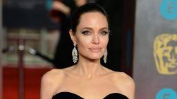 Анджелина Джоли и дъщеря й Вивиан се сляха с тълпата в магазин в Лондон