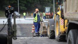 Втора седмица повече наети, отколкото безработни: настана ли прелом