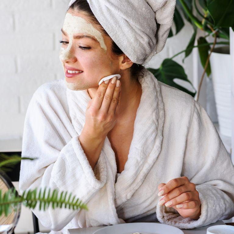 Как най-правилно да се грижим за кожата на лицето през уикенда