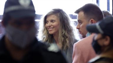 Съдът пусна ЛиЛана под домашен арест, брат й още не е задържан (снимки)