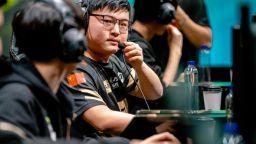 Най-изстният китайски геймър се пенсионира заради лошо здраве
