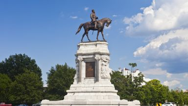 Статуя на ген. Лий ще бъде премахната, реши губернаторът на Вирджиния