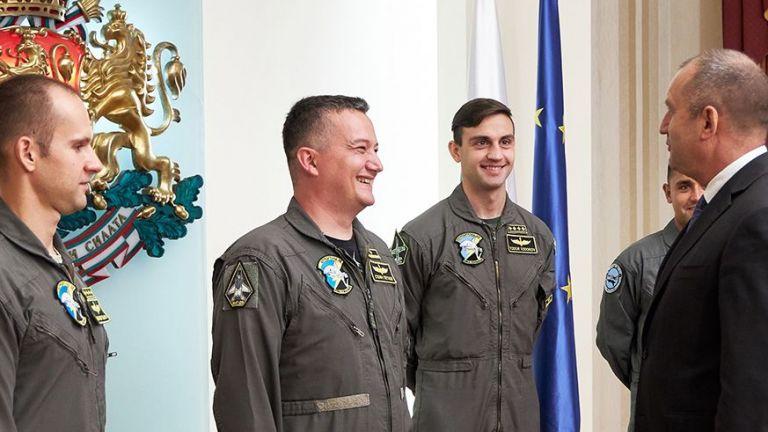 Българските военни пилоти на F-16 получават годишен доход над средния за САЩ