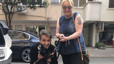 """Откраднатото куче на дует """"Ритон"""" се намери чак в Созопол, Тони Димитрова го пази"""